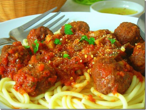 Spaghettis aux boulettes de boeuf champignons le blog - Comment cuisiner les boulettes de viande ...