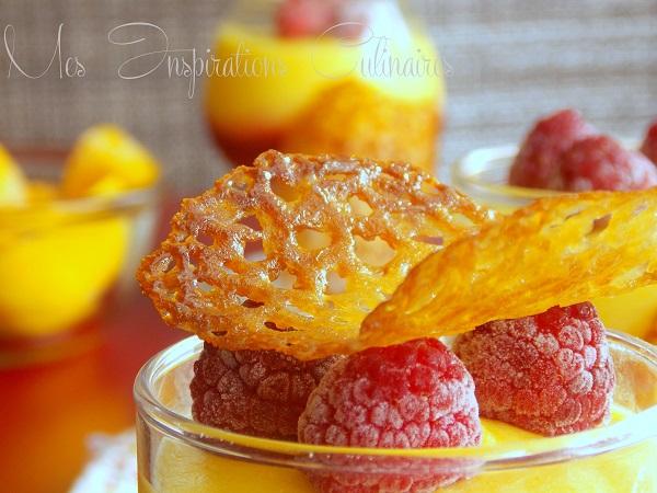 Mousse a la mangue, coulis framboise et tuile au citron