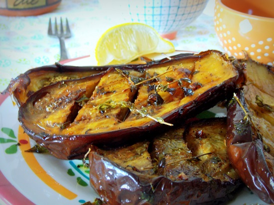 Aubergines grillees {marinees} a l'huile d'olive, ail et au thym