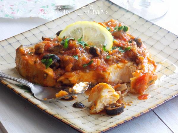 Espadon sauce tomate aux olives et câpres