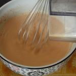 fouetter le lait et tomate