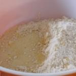 melanger oeuf et farine