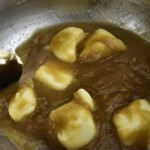 fondre le beurre et sucre brun
