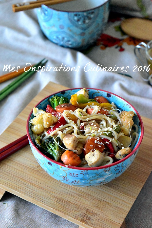 Nouilles chinoises au poulet et légumes