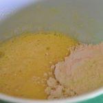 melanger-la-farine-sucre-et-oeufs