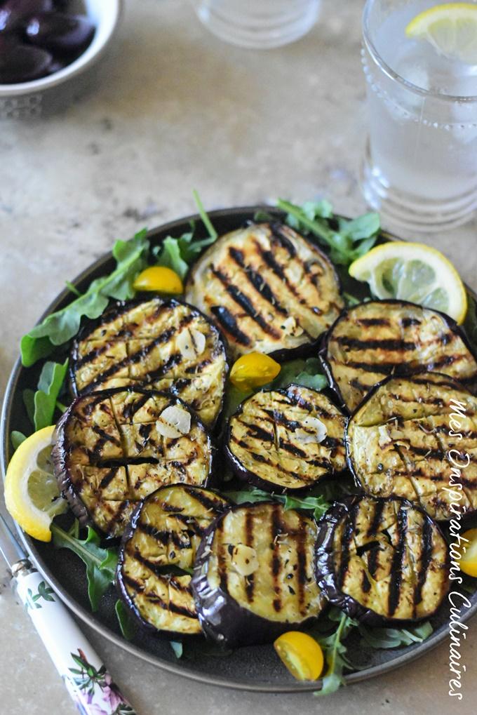 Aubergines grillées au four marinées à l'huile d'olive, ail et thym