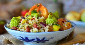 salade quinoa aux crevettes creme d'avocat1