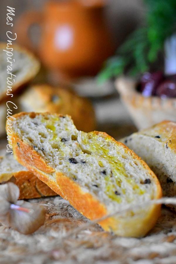 Pain aux olives noires
