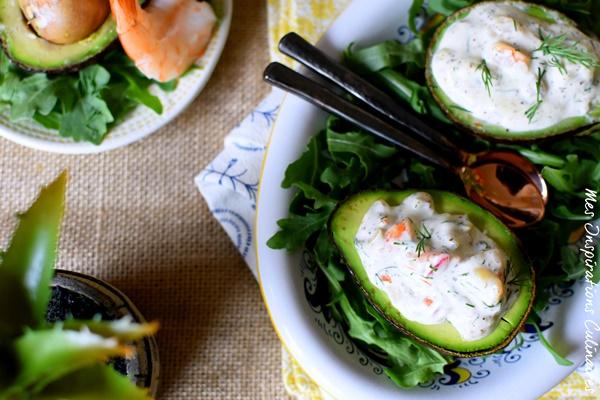 Avocat farci aux crevettes, surimi et aneth