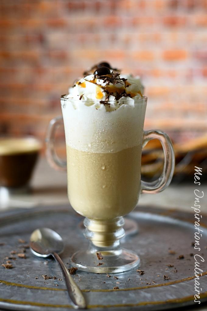 Café frappé maison, café glacé de l'été