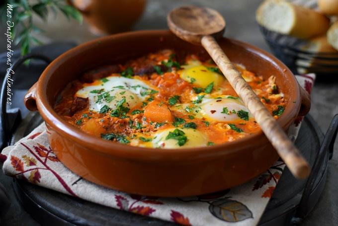 Ojja tunisienne aux pommes de terre, oeufs et merguez