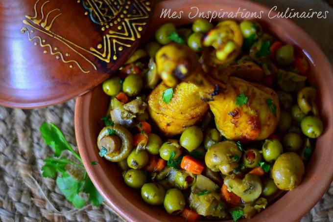 Tajine de poulet aux olives, champignons et carottes
