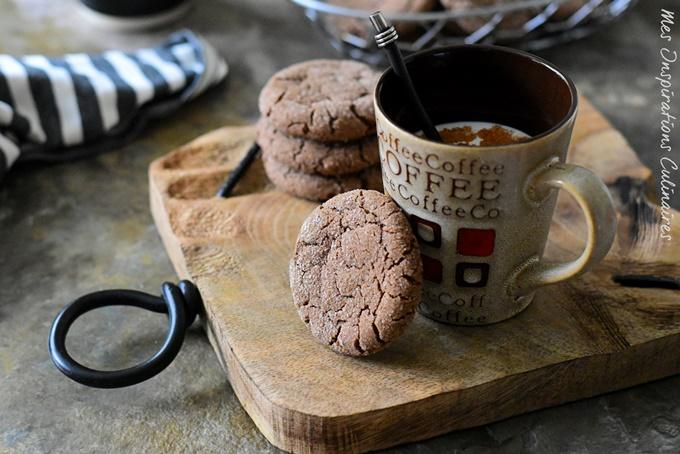 Biscuits au cacao avec des jaunes d'oeufs