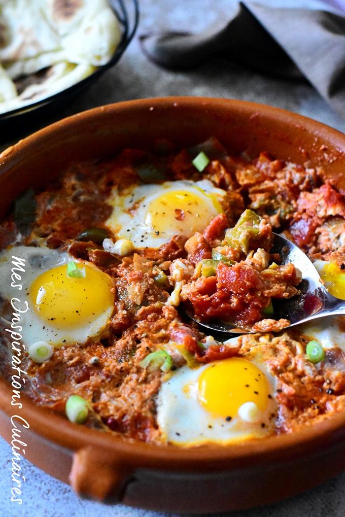 Menemen turc aux oeufs, poivrons et tomates