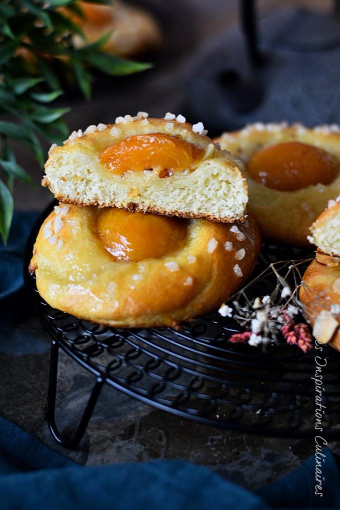 Brioches aux abricots moelleuses
