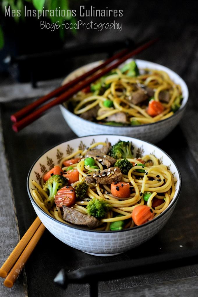 Nouilles chinoises sautées aux légumes et boeuf recette rapide