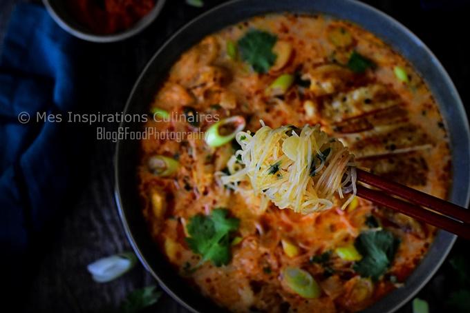 Soupe Thaï (poulet, lait de coco et curry rouge)