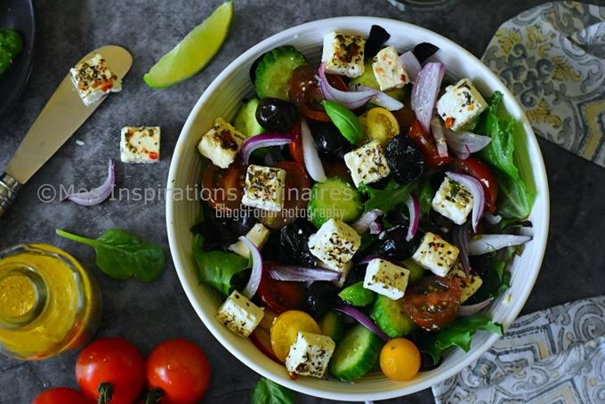Salade concombre tomate oignon et chèvre