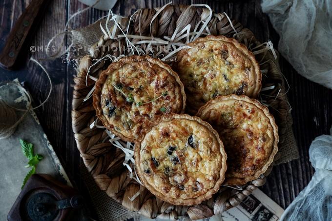 Tartelettes aux poireaux, fromage et olives