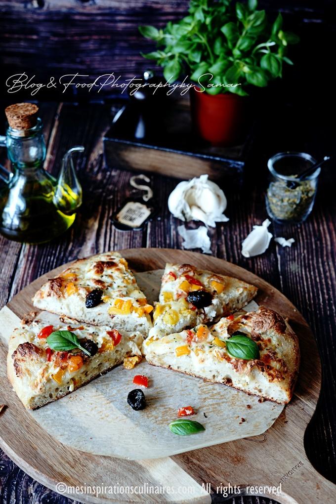 pizza epaisse sauce blanche aux poivrons