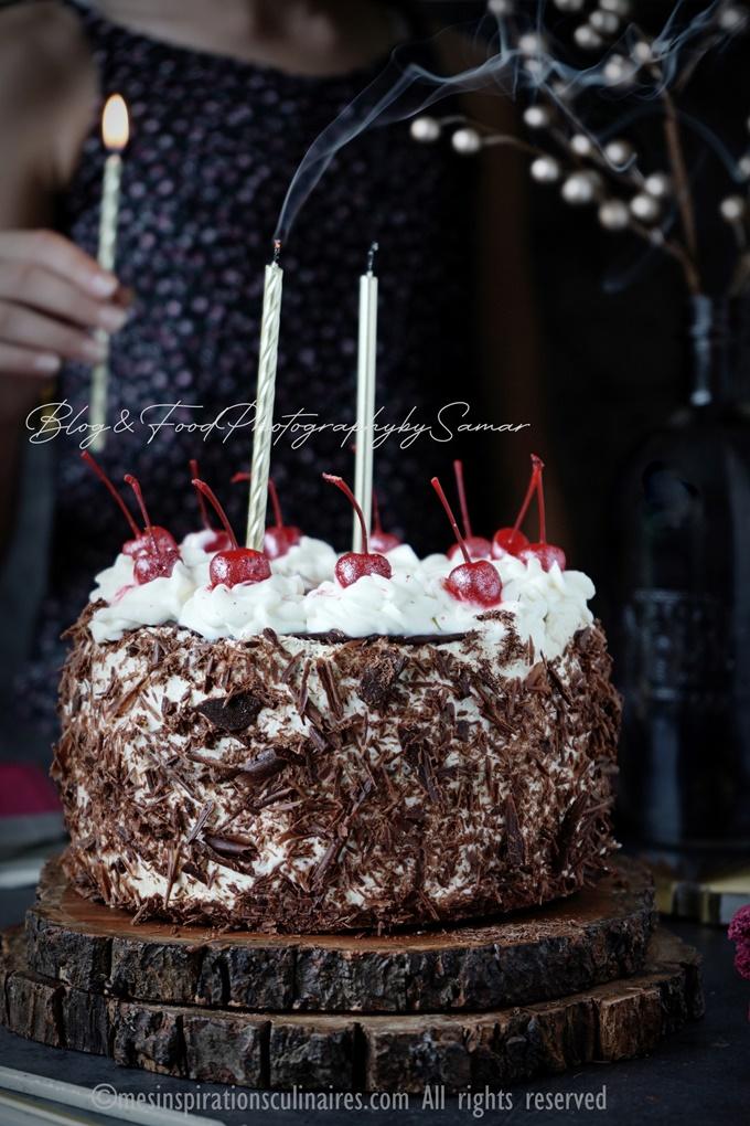 La Forêt noire gâteau allemand au chocolat chantilly et cerise