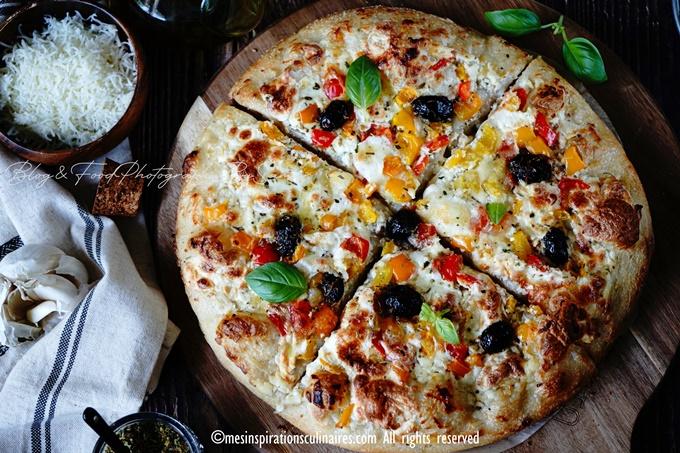 Pâte à pizza epaisse a la sauce blanche