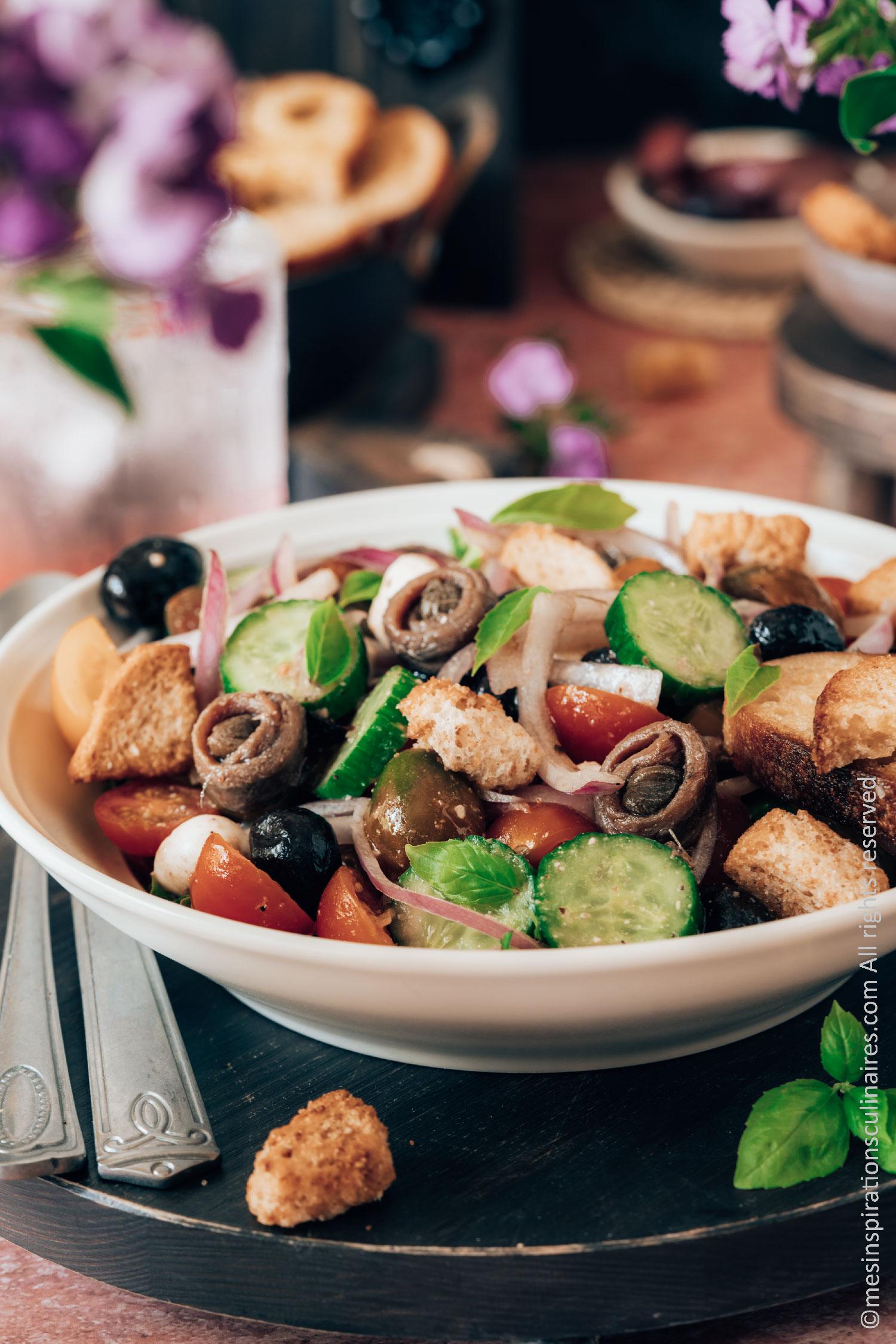 Recette de salade toscane aux tomates, concombres et pain rassis