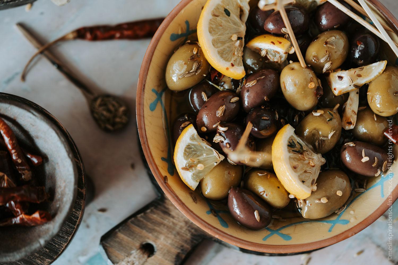 Comment faire des olives marinées aux herbes